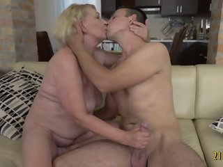 Big ass blonde granny fucked..
