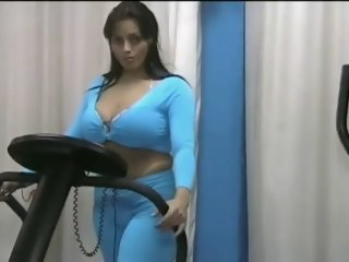 Curvy pornstar Reggina shows..
